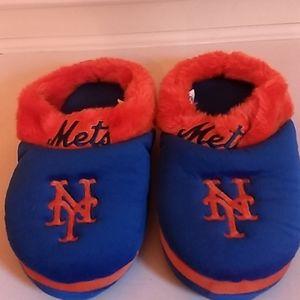 Women's fuzzy New York Mets slippers nice conditio